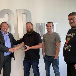 i3D.net accepting Juniper award in front of i3D.net logo